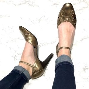 Bandolino Metallic Gold Strappy Ankle Heel 7.5